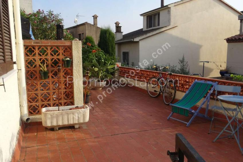 Bellcaire, Apartment with terraces of 30m2