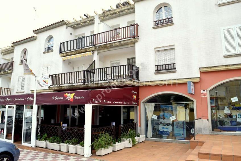 L'Escala, Apartamento situado a unos 300m de la playa