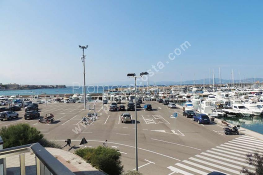 L'Escala, Apartment in first line of the sea