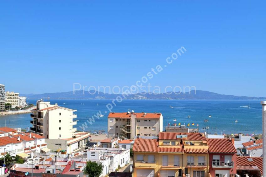 Apartamento con vista al mar y 3 habitaciones
