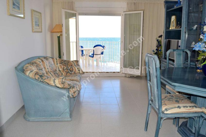 L'Escala, Apartment with sea view in first line of beach
