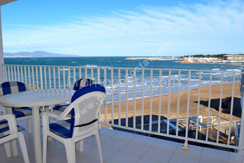 L'Escala, Piso con vista al mar en primera línea de playa