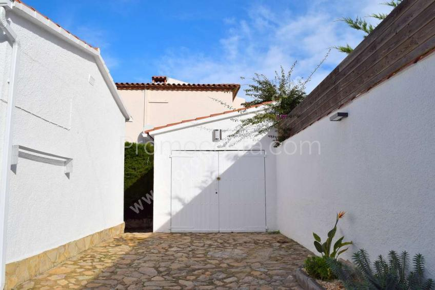 L'Escala, Casa con piscina privada a unos  600m de la playa