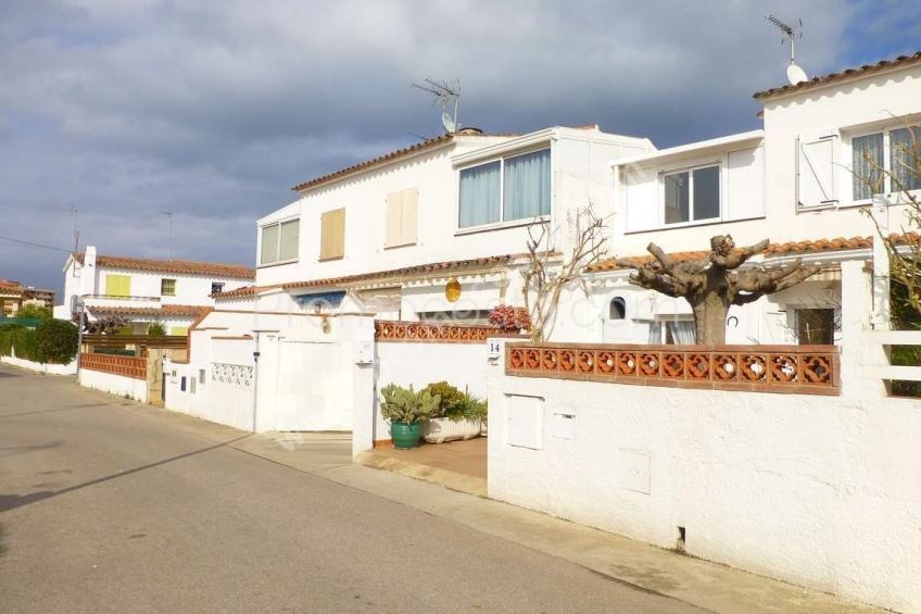 L'Escala, Riells -Casa reformada a 400m de la playa