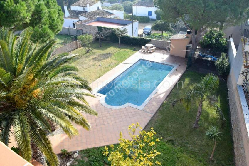 L'Escala, Magnificent house with garden and private pool