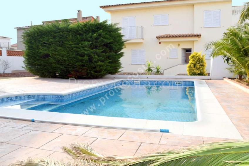 L'Escala, Con piscina privada cerca del Casco Antiguo