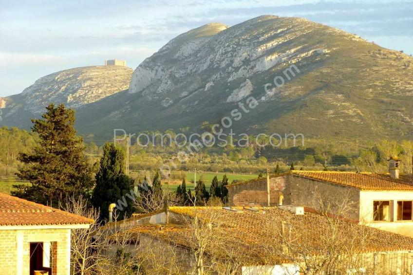 Bellcaire, Casa de nueva construcción con vistas a la montaña