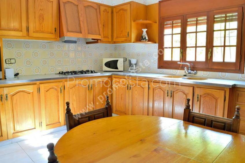 L'Escala, Casa muy bien situada con calefacción central