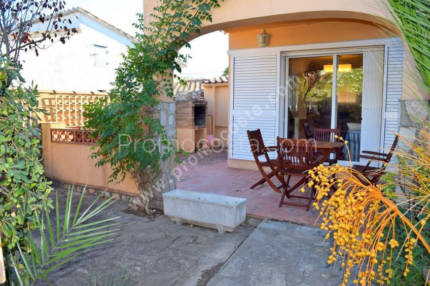 L'Escala, Renovated house with private garden and garage