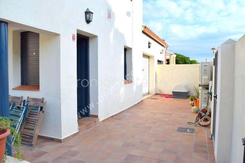 L'Escala, Casa con piscina comunitaria y garaje privado