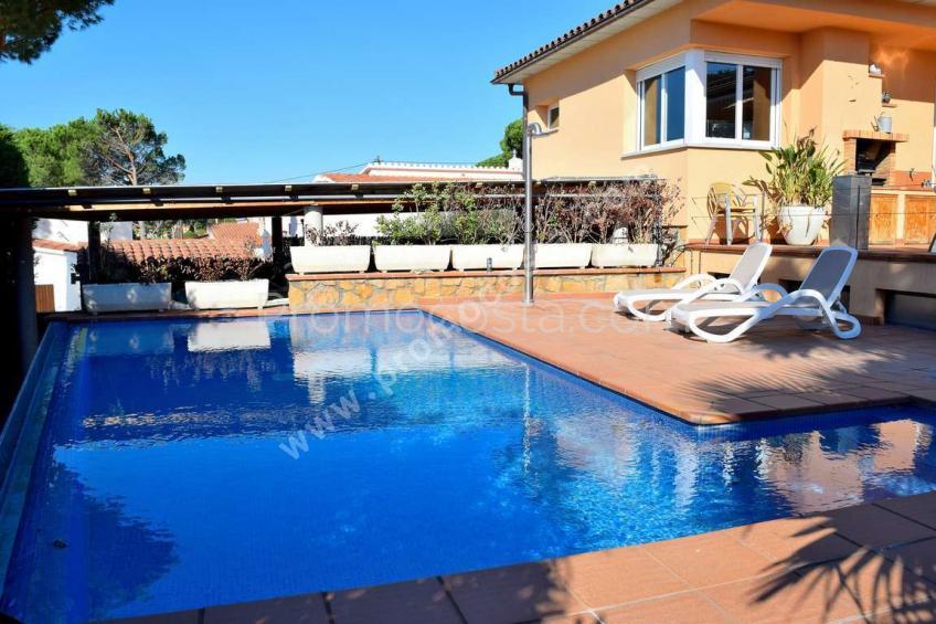 L'Escala,  Impressionant casa amb jardí i piscina .
