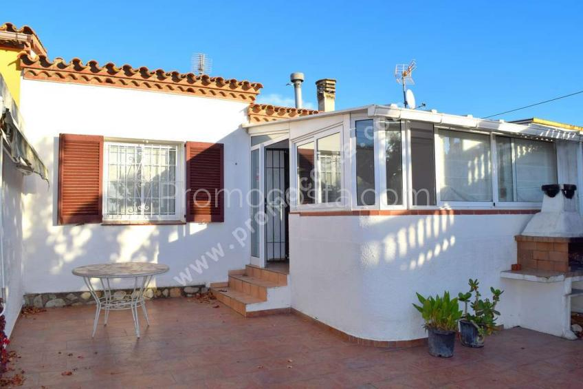L'Escala, Renovated ground floor house with private garden