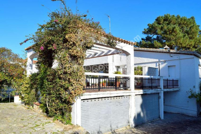 L'Escala,  House with a large garden very close to the beach