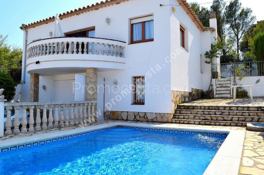 L'Escala,  Àmplia casa amb jardí i piscina privada