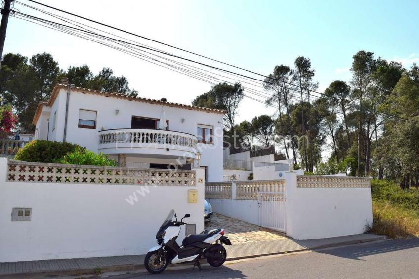 L'Escala, Amplia casa con jardín y piscina privada