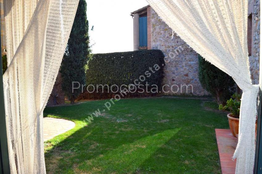 Albons, Special rustic house with swimming pool and garden