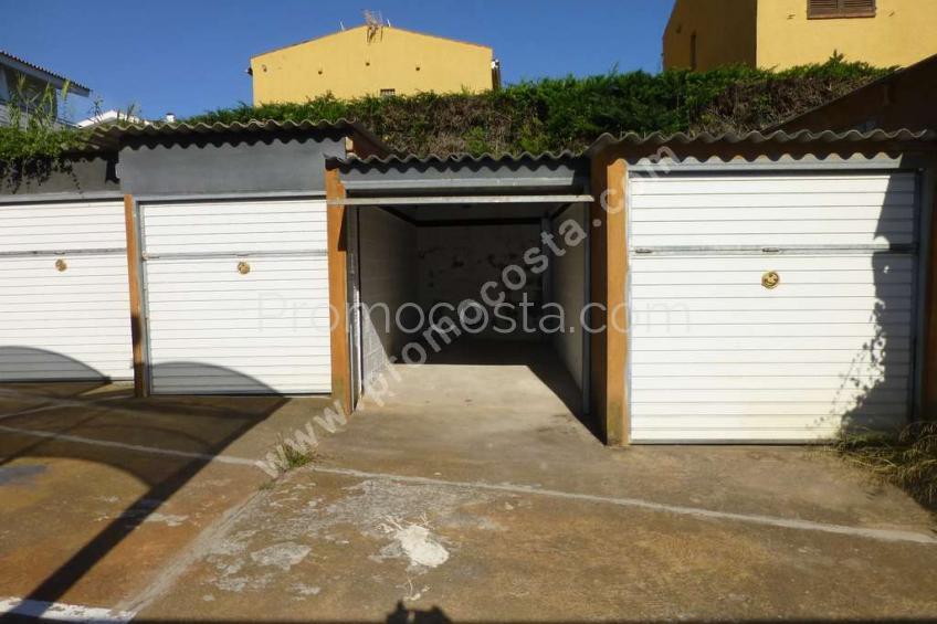 L'Escala, Garatge tancat