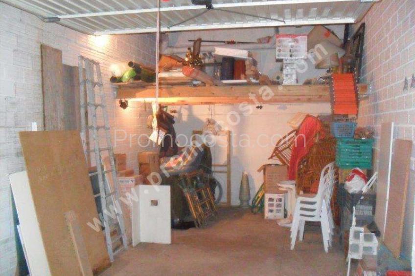 L'Escala, Garaje cerrado en el edificio Rosalau.