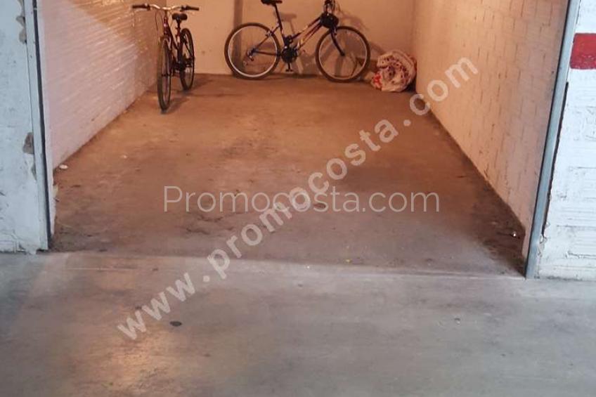 L'Escala, Garaje cerrado en el Casco Antiguo