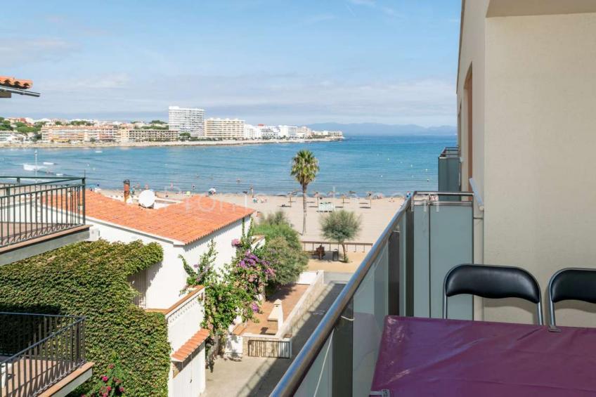 L'Escala, Primera línea de playa - ático dúplex con gran terraza y vista mar .