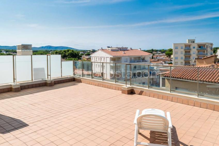 L'Escala, Beach front line - duplex penthouse with large terrace and sea view .