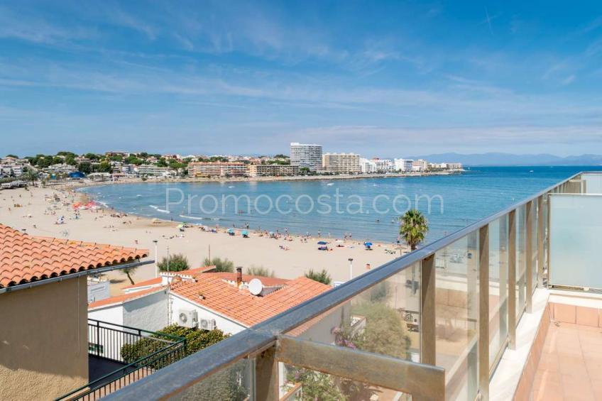 L'Escala, Primera línia de platja - àtic dúplex amb gran terrassa i vista mar .