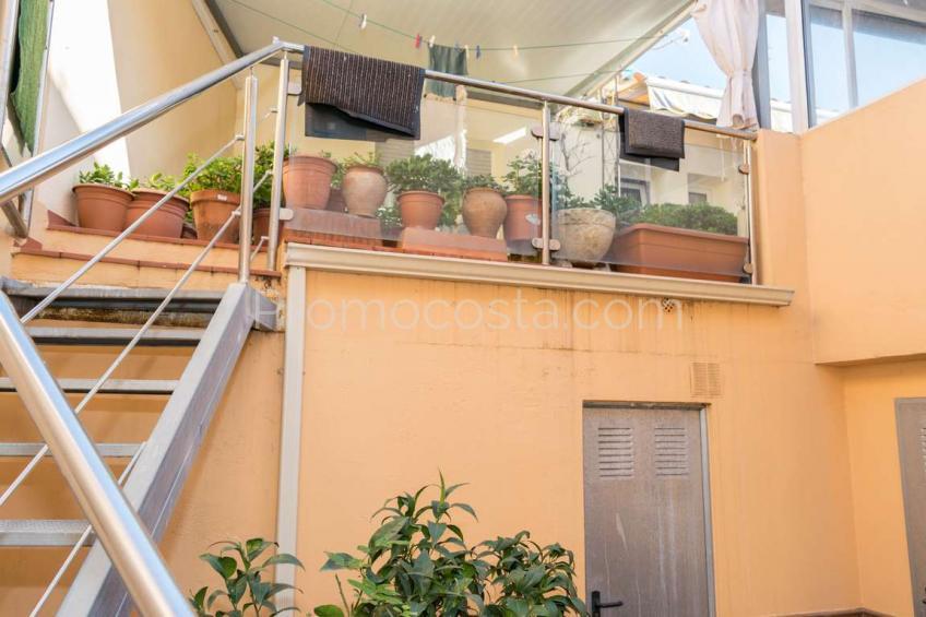 L'Escala, Amplio apartamento situado cerca de los comercios