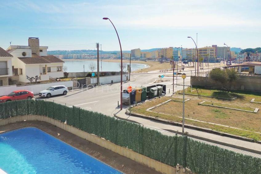 L'Escala, Piso con vista al mar y piscina