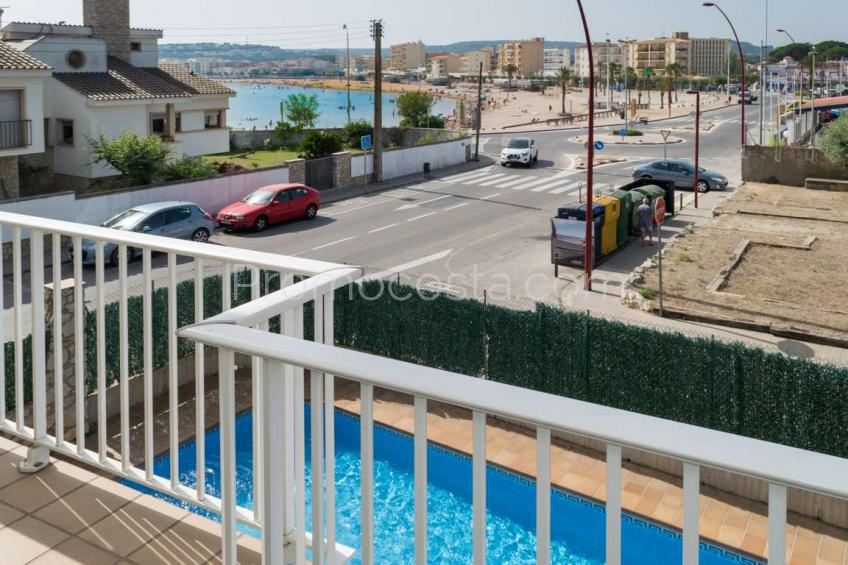 L'Escala, Piso con vista mar y piscina