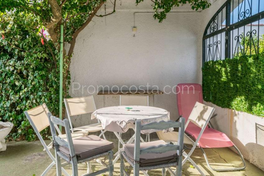 L'Escala, Apartamento con patio cerca de la playa