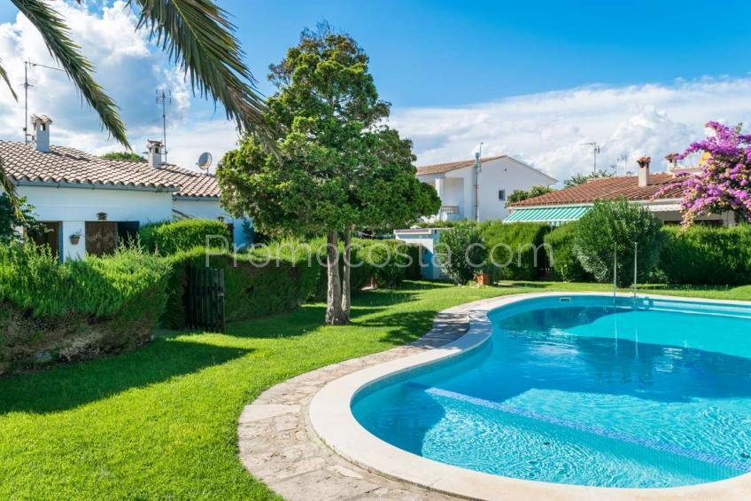 Casa con piscina comunitaria y 2 habitaciones