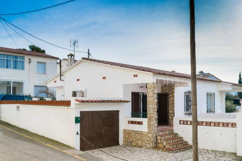 L'Escala, Casa con garaje a solo 50m de la playa