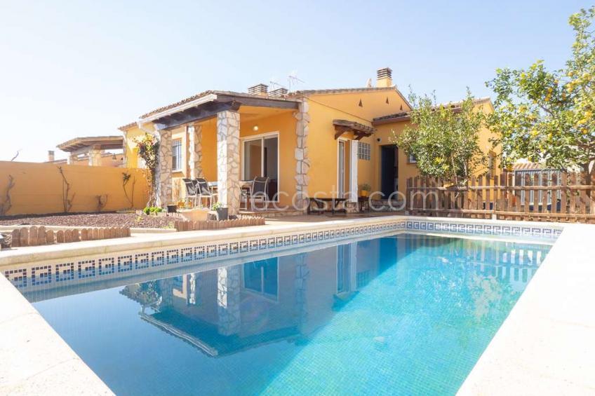 L'Escala, Casa de planta baja con piscina privada y jardín