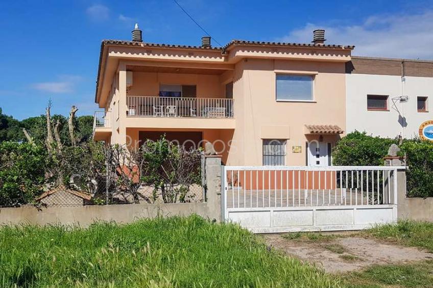 L'Escala, Amplia casa con jardín cerca Ampurias