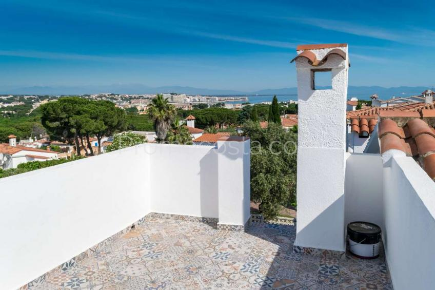 L'Escala, Casa con jardín privado y vista al mar