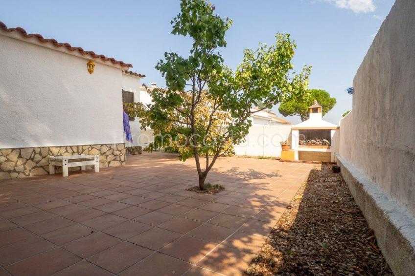 L'Escala, Casa de planta baja con jardín privado