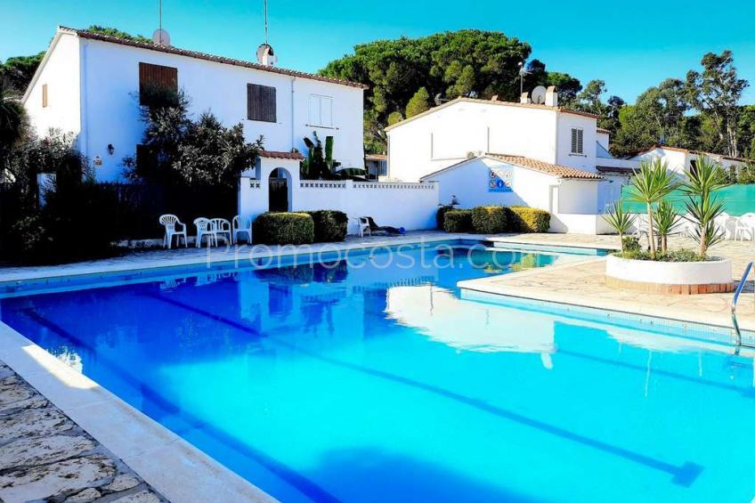 L'Escala, Amplia casa independiente con piscina comunitaria