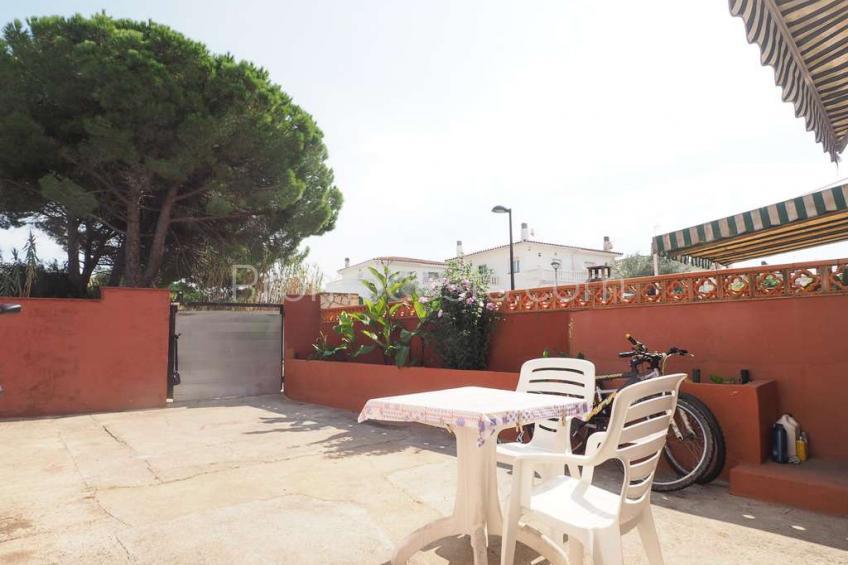 L'Escala, Casa con patio privado