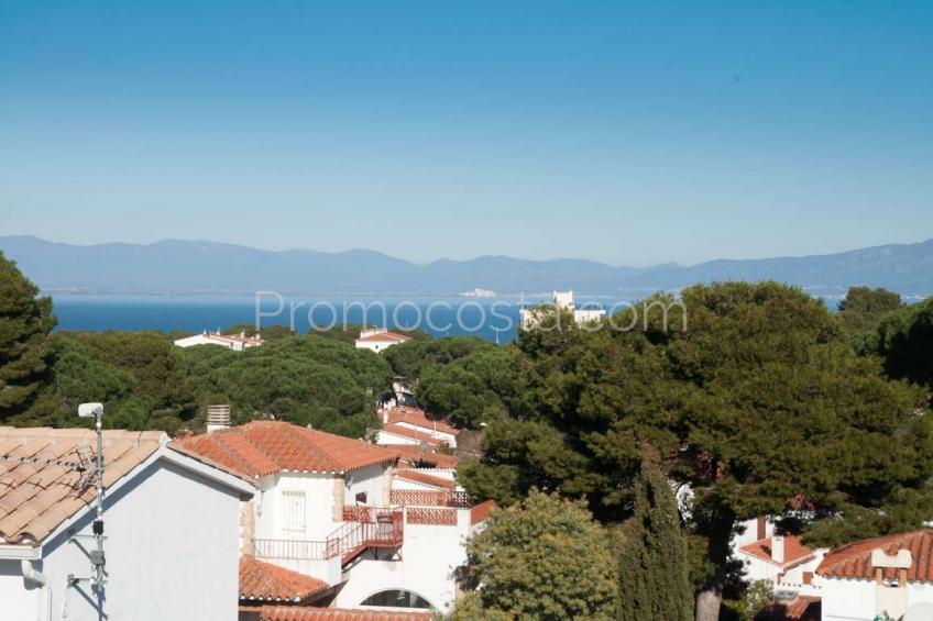 L'Escala, Casa con piscina y vista al mar