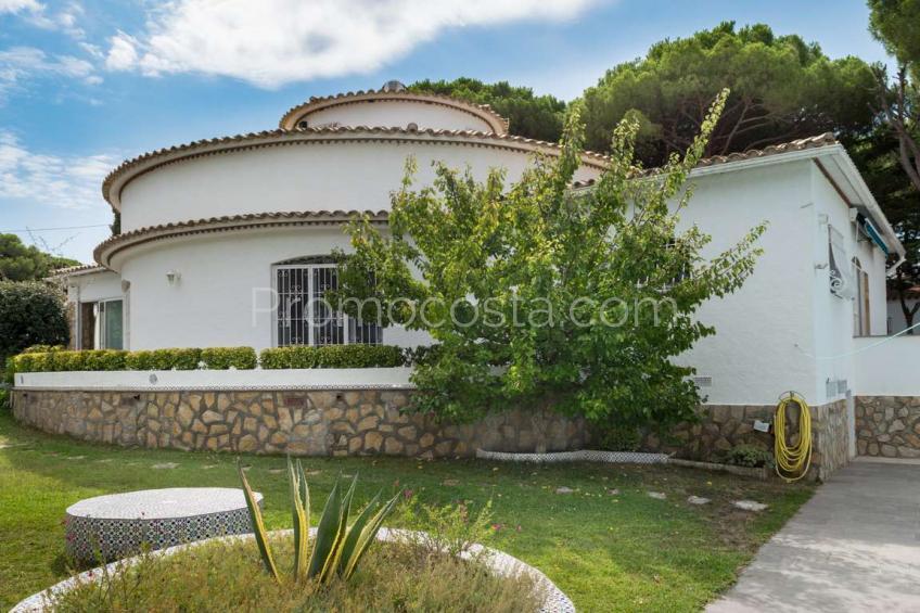 L'Escala, Casa única con un gran jardín y piscina