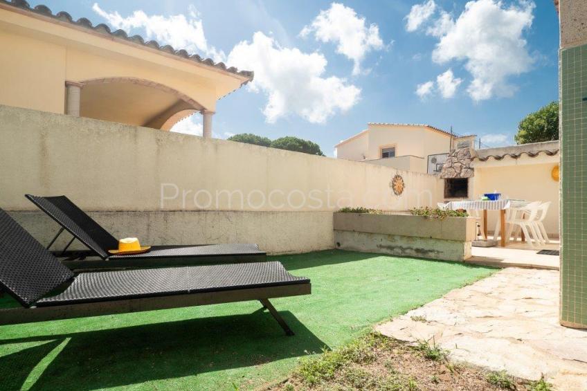L'Escala, Casa con piscina comunitaria y jardín privado