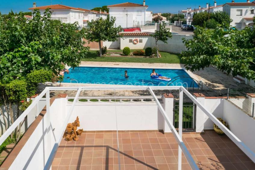 L'Escala, Casa con 4 dormitorios dobles y piscina