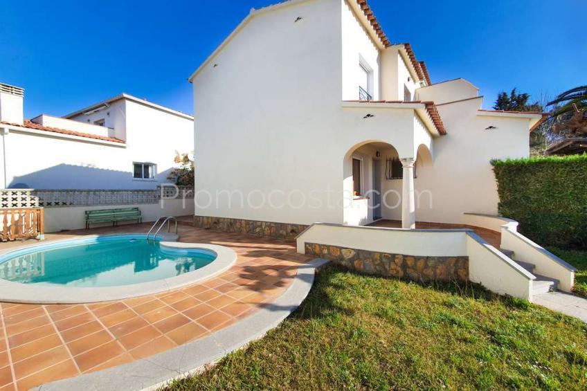 L'Escala, Casa con piscina y jardín privado