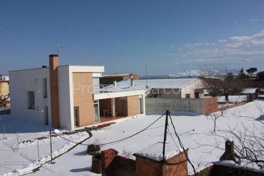 Viladamat, Casa recién construida  en Viladamat con 5 hab.
