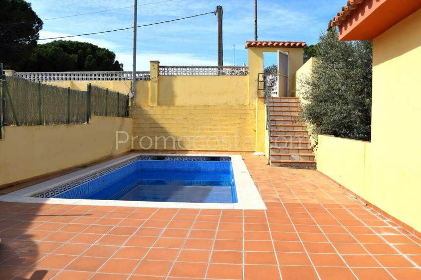 L'Escala, Detached house with private pool