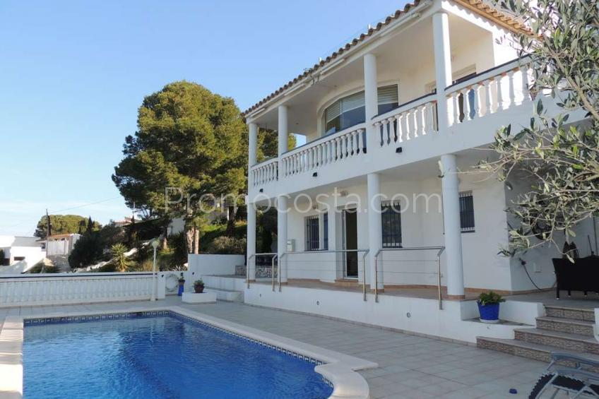 L'Escala, Nice house with sea views and private pool