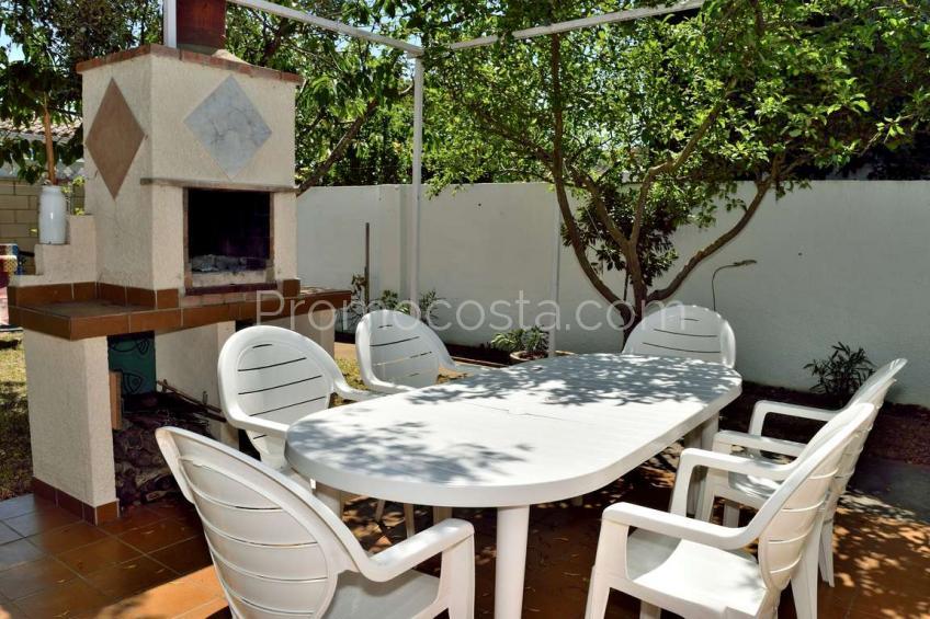 L'Escala, Independent ground floor house with garden