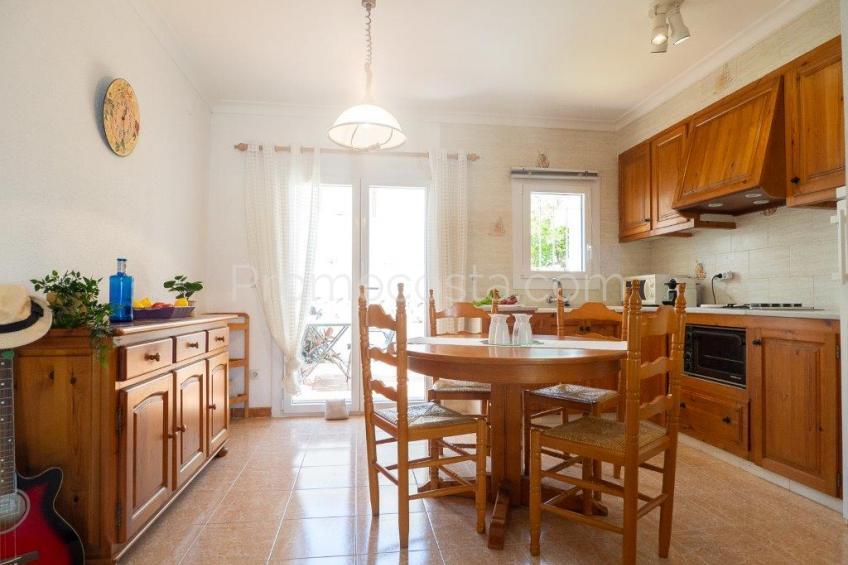 L'Escala, Casa muy agradable con jardín y garaje ,cerca de la playa