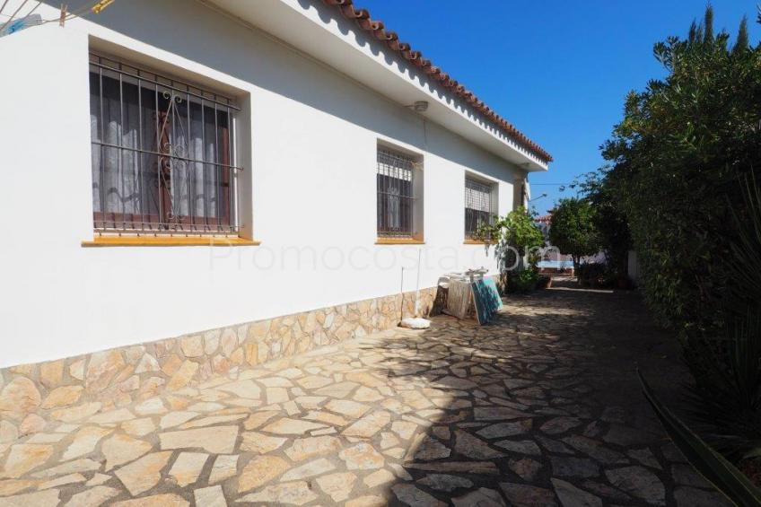 L'Escala, Ground floor house with private swimming pool and garage