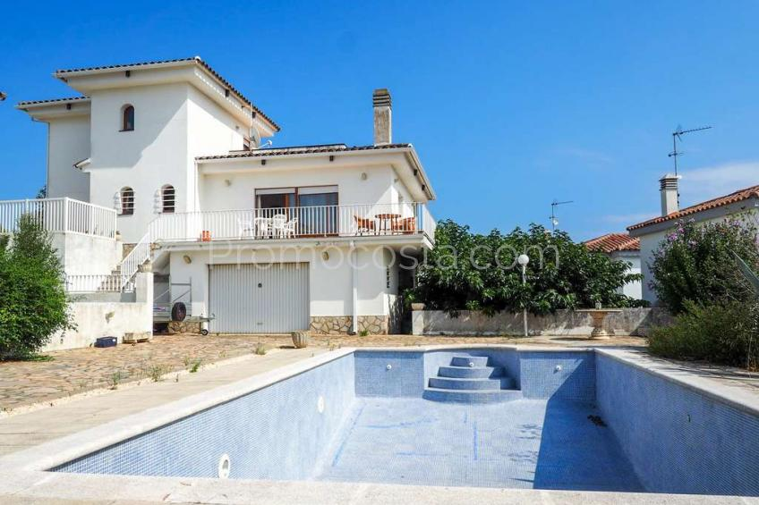 L'Escala, Maison F4 individuelle, spacieuse, avec de belles vues et piscine privée